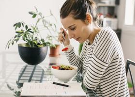 Игнорирующие завтрак подростки рискуют потолстеть