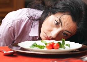 Для женщин диета важнее верности партнеру