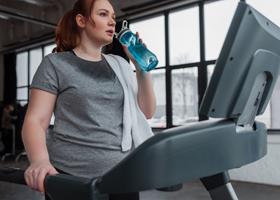 У людей с лишним весом COVID-19 протекает тяжелее