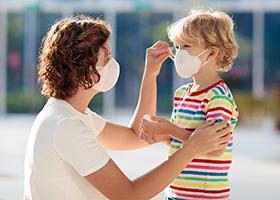 В организмах детей коронавирус и антитела могут определяться одновременно