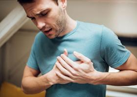 У мужчин и женщин признаки сердечного приступа могут отличаться
